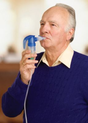 Man using PARI LC Sprint reusable nebulizer set